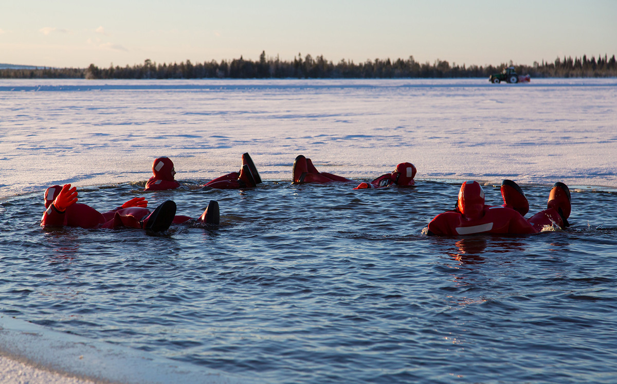 the suits won't get cold even in the open 0 degree water