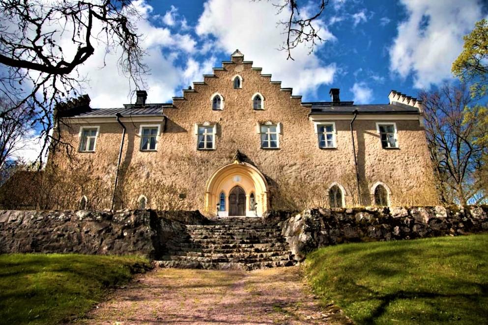 Suitia Manor